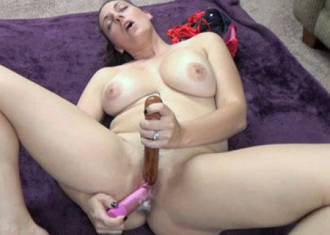 Melanie Hicks masturbates with two toys